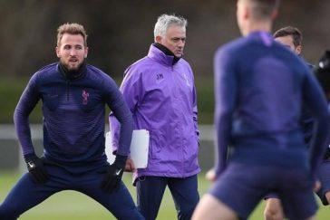 Mourinho-khen-nuc-no-Tottenham-ngay-nhan-chuc-364x243.jpg